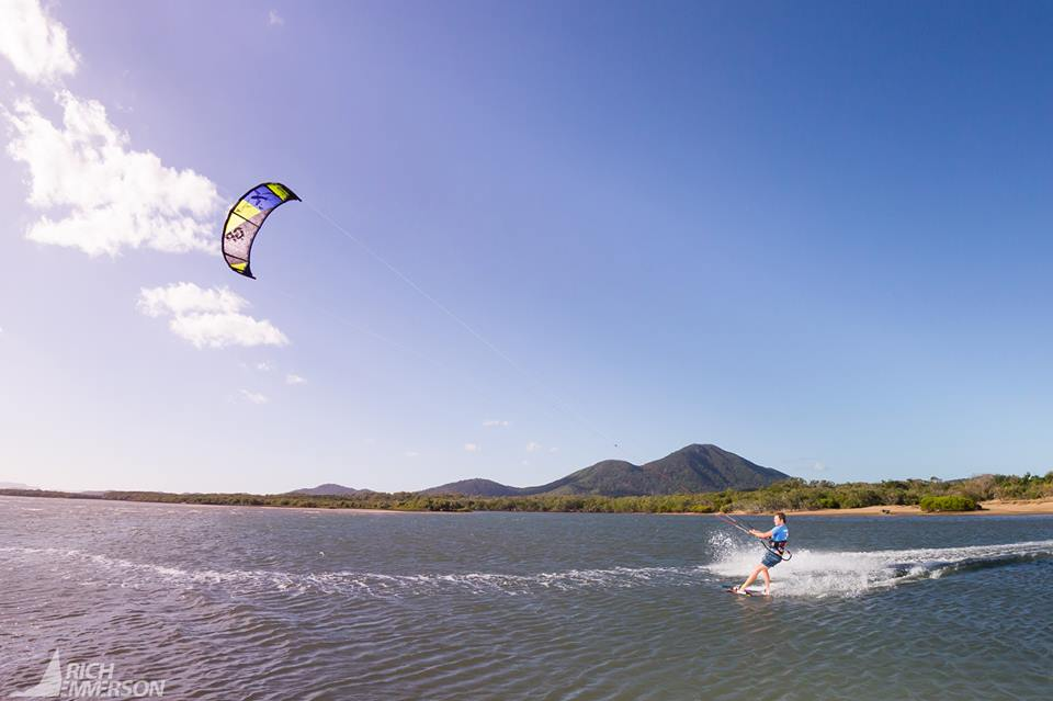 Kitesurfing lessons in Cairns